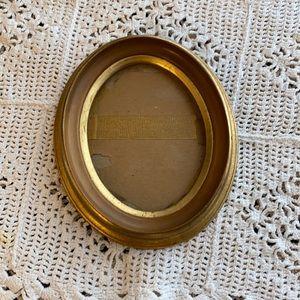 """Vintage Oval Frame! 61/2""""x51/2"""""""